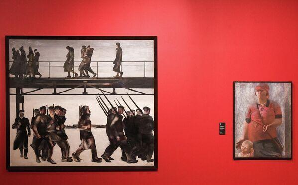 Картины Александра Дейнеки Оборона Петрограда и На страже Родины на выставке Дейнека/Самохвалов в рамках VIII Санкт-Петербургского международного культурного форума в центральном выставочном зале Манеж в Санкт-Петербурге