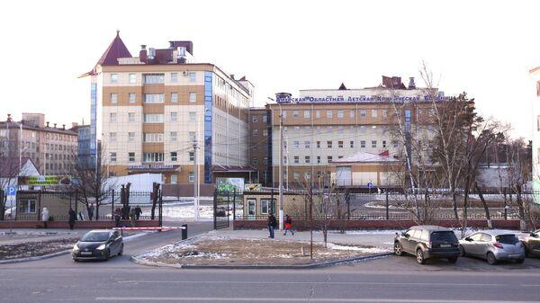 Здание хирургического корпуса Амурской областной детской клинической больницы, где были проведены операции пострадавшим во время стрельбы в колледже Благовещенска