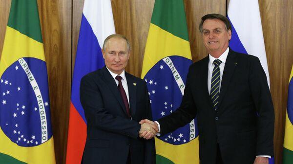 Президент РФ Владимир Путин и президент Бразилии Жаир Болсонару во время саммита БРИКС
