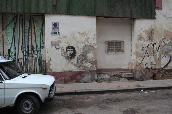 Портрет Че Гевары на одном из домов.