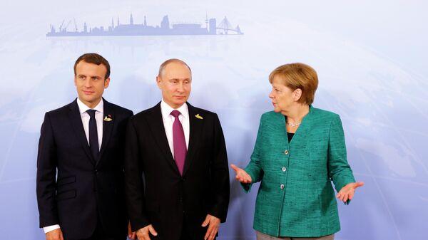 Президент Франции Эмманюэль Макрон, президент РФ Владимир Путин и канцлер Германии Ангела Меркель