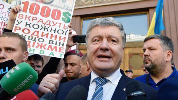 Петр Порошенко у здания Государственного бюро расследований Украины