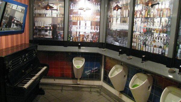 Общественный туалет на станции метро рядом с Венской оперой