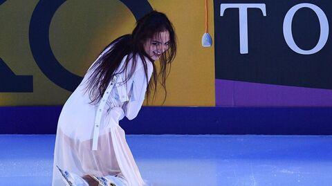Евгения Медведева (Россия) выступает на показательных выступлениях V этапа Гран-при по фигурному катанию в Москве.