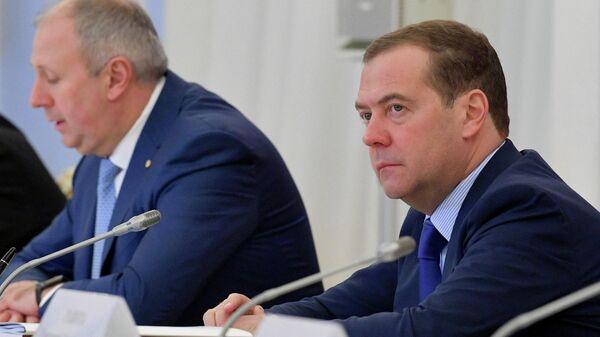 Председатель правительства России Дмитрий Медведев и премьер-министр Белоруссии Сергей Румас на заседании Совета министров Союзного государства России и Белоруссии