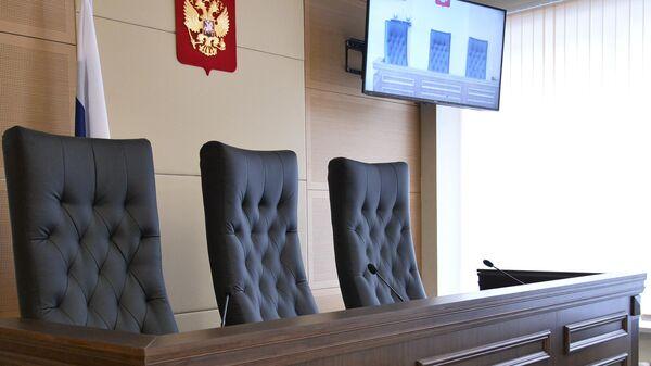 Кресла для судей в зале заседаний