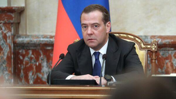 Премьер-министр Дмитрий Медведев на заседании правительства России