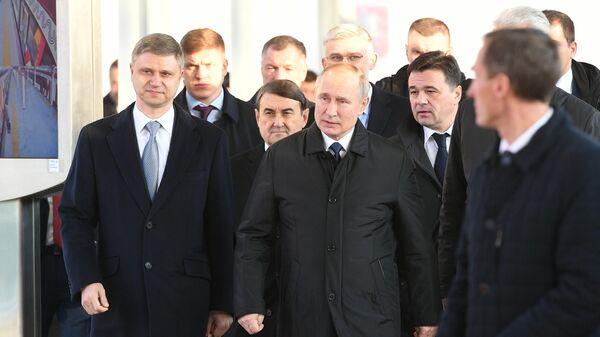 Президент РФ Владимир Путин перед началом церемонии открытия движения по первым маршрутам Московских центральных диаметров (МЦД) на Белорусском вокзале. 21 ноября 2019