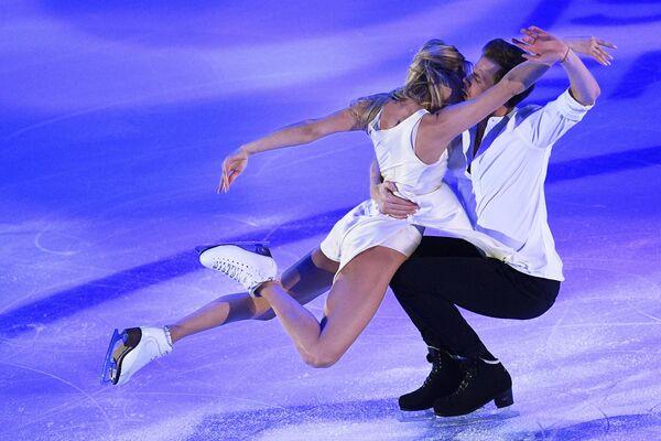 Виктория Синицина и Никита Кацалапов выступают на показательных выступлениях V этапа Гран-при по фигурному катанию в Москве