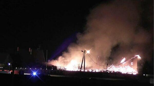 Работа пожарно-спасательных подразделений по ликвидации возгорания в коттедже на 44 километре МКАД. 21 ноября 2019