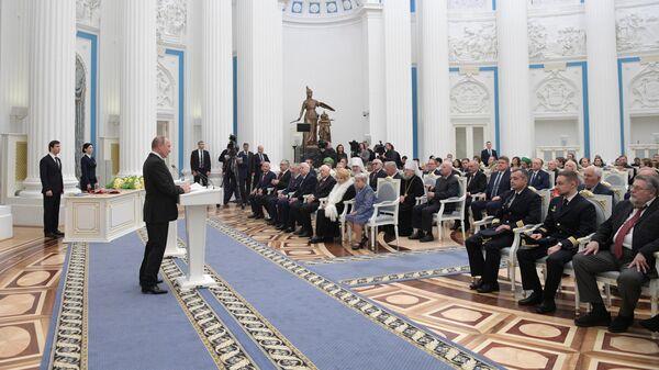Президент РФ Владимир Путин выступает на церемонии вручения государственных наград в Кремле