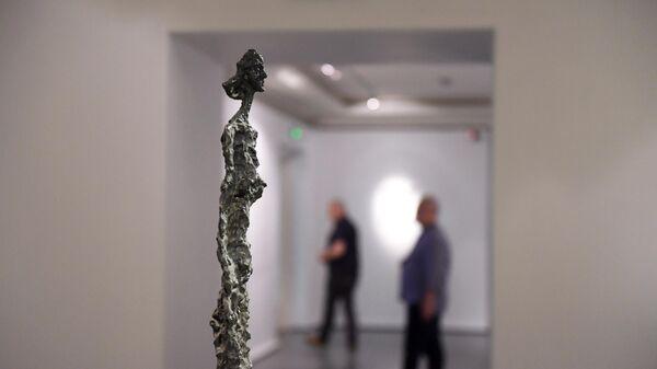 Экспозиция Альберто Джакометти Женщина Венеции III на выставке Коллекция Fondation Louis Vuitto