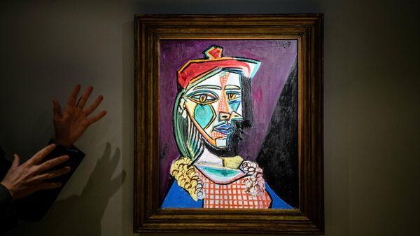 Картина Пабло Пикассо Женщина в берете и клетчатом платье (Мария Тереза Вальтер) на аукционе Sotheby's