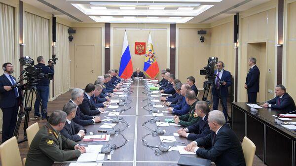 Президент России Владимир Путин проводит заседание Совбеза РФ