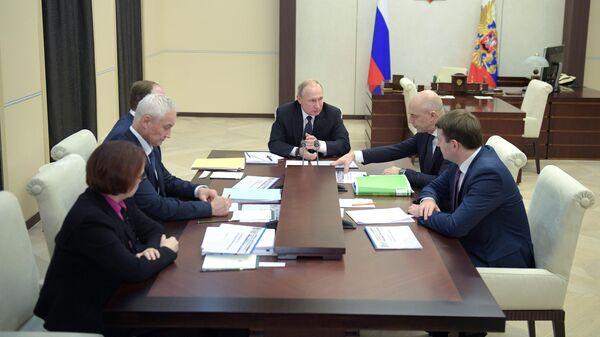 Президент РФ Владимир Путин проводит совещание по вопросам экономики. 22 ноября 2019