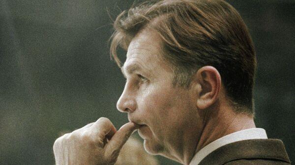 Старший тренер сборной команды СССР по хоккею Виктор Тихонов на XIV зимних Олимпийских играх.