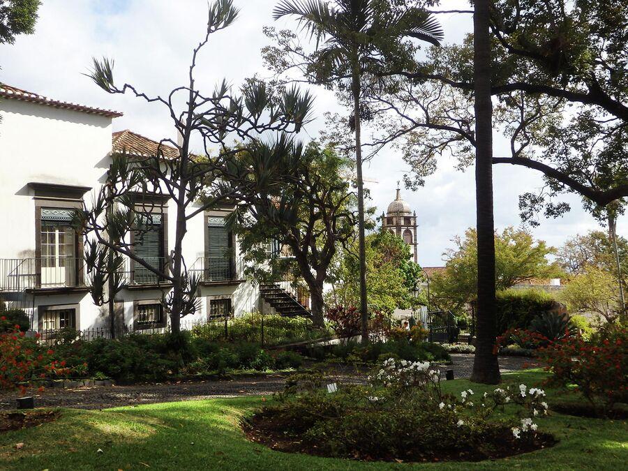 Фуншал, усадьба Quinta das Cruzes и церковь Св. Клары
