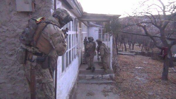 Кадры задержания членов ОПГ Шараповские и обнаружения склада с оружием