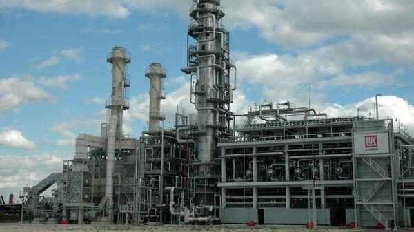 Работа нефтеперерабатывающего предприятия ОАО Лукойл-Нефтеоргсинтез (Кстово, Нижегородская область)