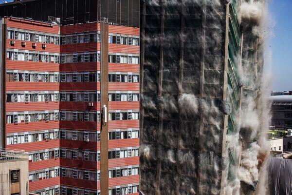 Снос старого здания банка при помощи управляемого взрыва в Йоханнесбурге, Южная Африка