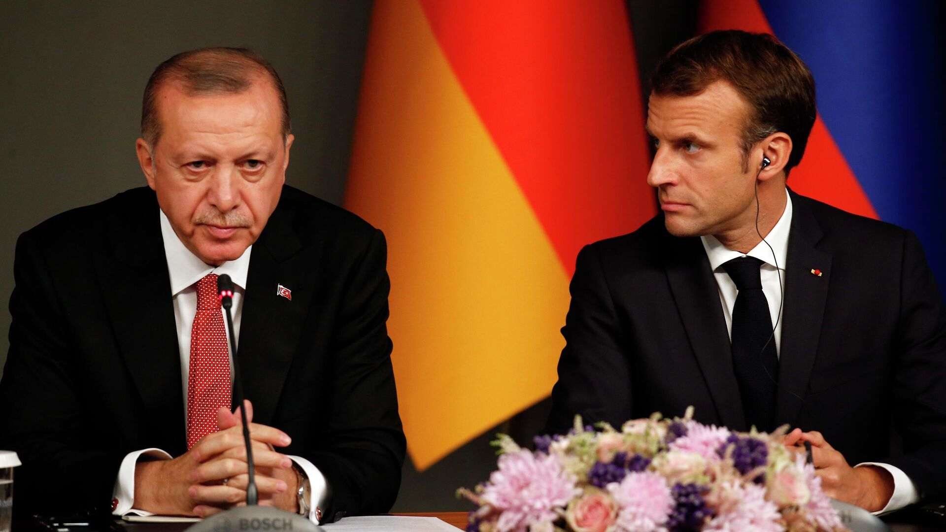 Президент Турции Реджеп Тайип Эрдоган и президент Франции Эммануэль Макрон - РИА Новости, 1920, 25.10.2020