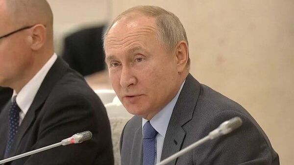 Путин: родитель № 1 и №2 не заменят маму