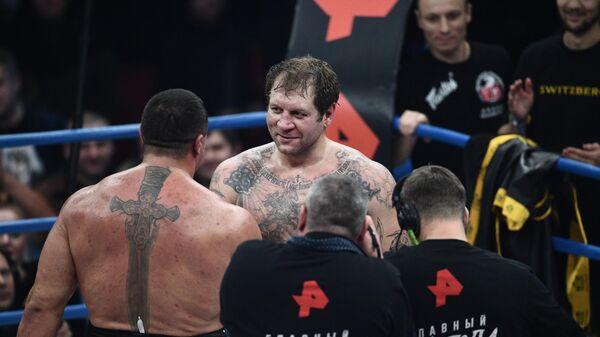 Михаил Кокляев и Александр Емельяненко (справа)