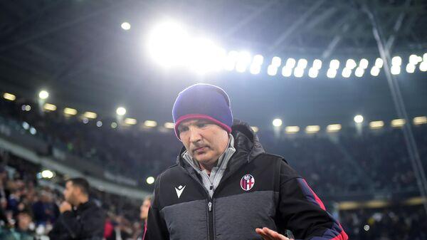 Тренер Болоньи Синиша Михайлович.