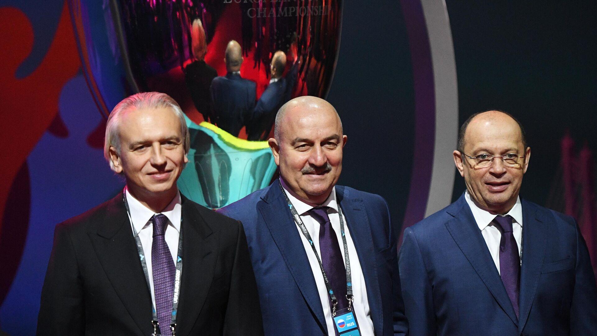 Александр Дюков, Станислав Черчесов и Сергей Прядкин (слева направо) - РИА Новости, 1920, 01.07.2021