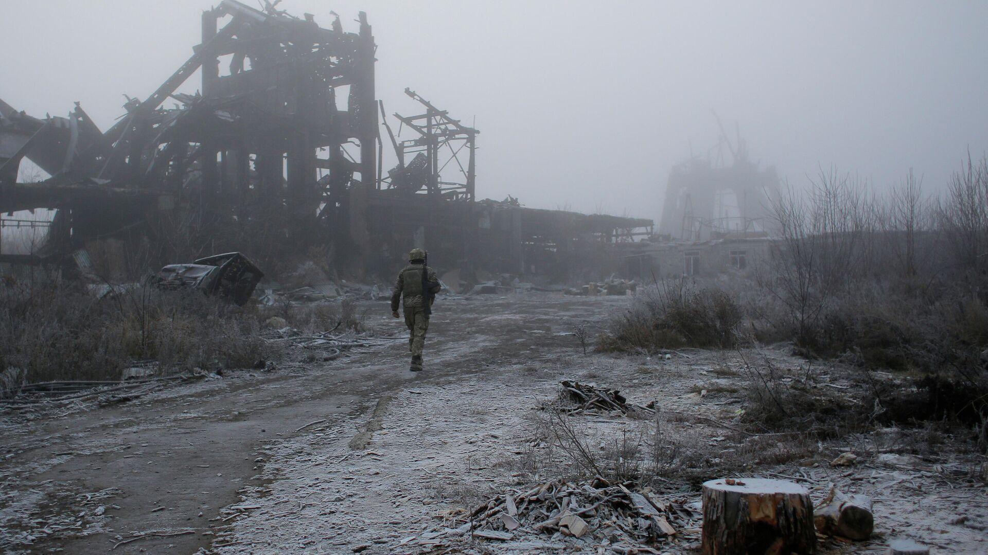 Военнослужащий ВСУ рядом с линией соприкосновения в ДНР - РИА Новости, 1920, 03.04.2021