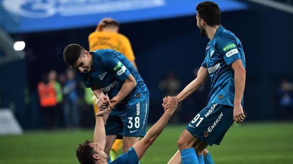 Игроки Зенита Леон Мусаев, Артём Дзюба и Алексей Сутормин (слева направо)