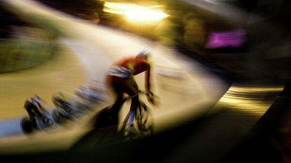 Спортсмены в гонке по очкам среди мужчин на соревнованиях по трековым гонкам на II Европейских играх в Минске