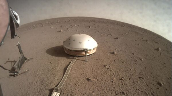 Бур HP3, установленный на поверхности Марса