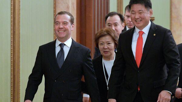 Председатель правительства РФ Дмитрий Медведев и премьер-министр Монголии Ухнаагийн Хурэлсух во время встречи. 3 декабря 2019
