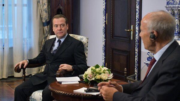Председатель правительства РФ Дмитрий Медведев и генеральный директор Всемирной организации интеллектуальной собственности Фрэнсис Гарри во время встречи