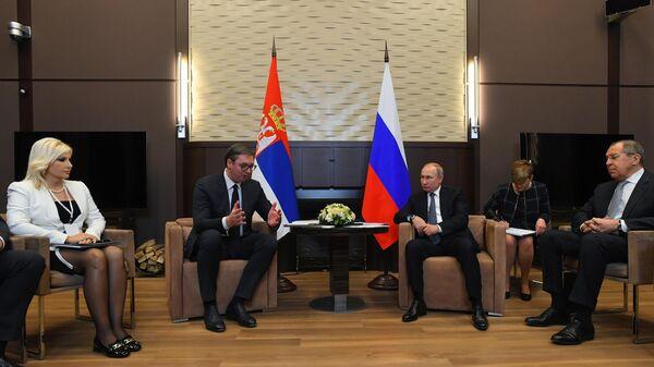 Президент РФ Владимир Путин и президент Сербии Александр Вучич во время встречи.  4 декабря 2019