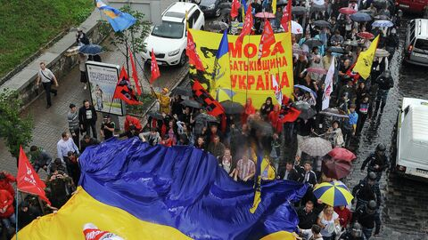 Участники акции Займись делом, а не языком  в Киеве