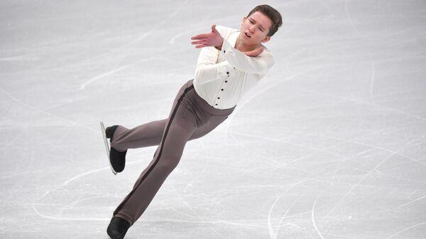 Андрей Мозалев выступает в короткой программе мужского одиночного катания в финале Гран-при