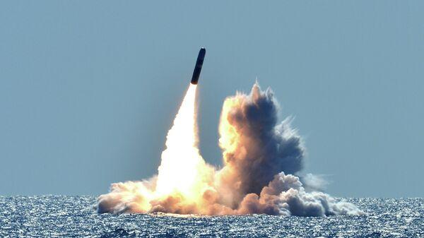 Запуск баллистической ракеты у побережья Калифорнии