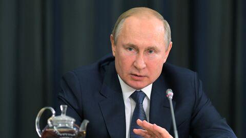 Президент РФ Владимир Путин во время встречи с представителями деловых кругов Германии