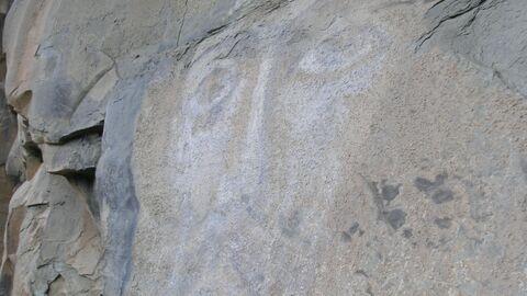 Лик Иисуса Христа на скале у Храма Спаса Нерукотворного в поселке Нижний Архыз в Карачаево-Черкесии