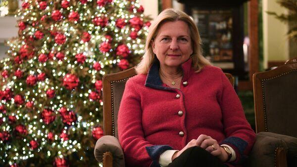 Бывший министр иностранных дел Австрии Карин Кнайсль во время визита в Россию в отеле Метрополь в Москве