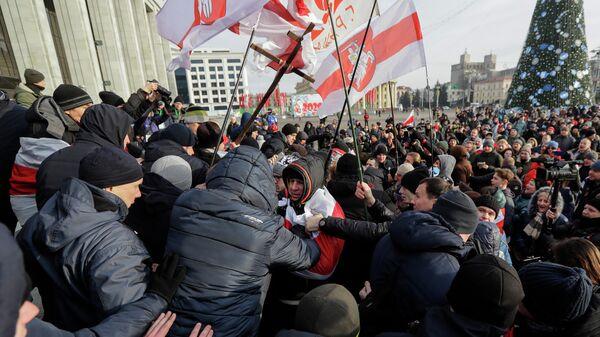 Протестующие   во время митинга в центре Минска, Беларусь. 7 декабря 2019