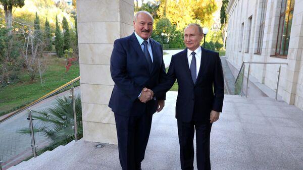 Президент России Владимир Путин во время встречи с президентом Белоруссии Александром Лукашенко в Сочи