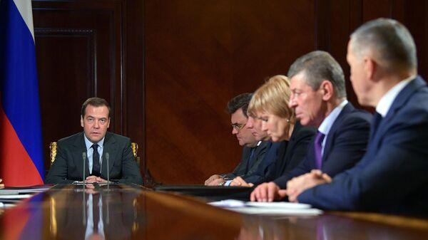 Председатель правительства РФ Дмитрий Медведев проводит совещание с вице-премьерами РФ