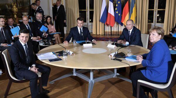 Президент РФ Владимир Путин и президент Франции Эммануэль Макрон, президент Украины Владимир Зеленский и федеральный канцлер Германии Ангела Меркель