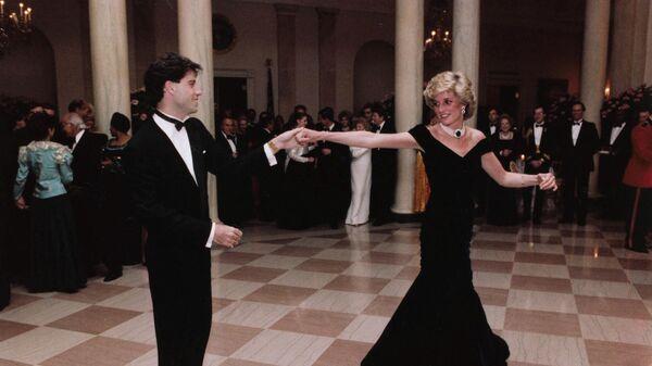 Принцесса Диана танцует с Джоном Траволтой. 9 ноября 1985 года