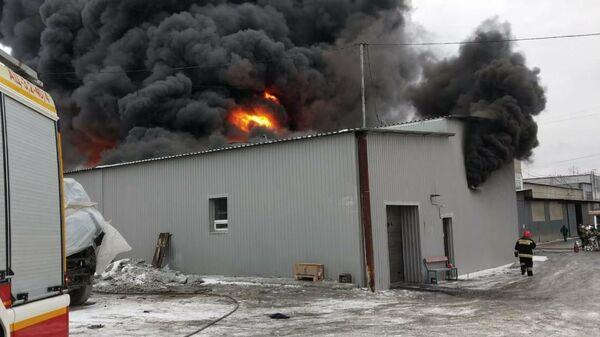 Пожар на территории производственной площадки Уральского завода лакокрасочных изделий в Екатеринбурге