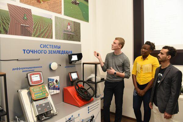 Студенты ДГТУ изучают оборудование для точного земледелия