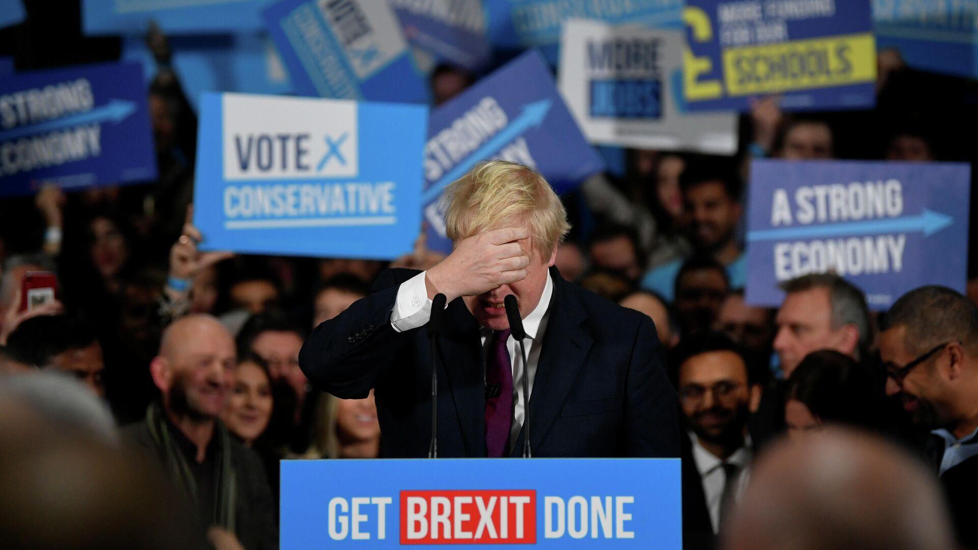 Премьер-министр Великобритании Борис Джонсон во время предвыборной кампании в Манчестере. 10 декабря 2019  - РИА Новости, 1920, 13.12.2019